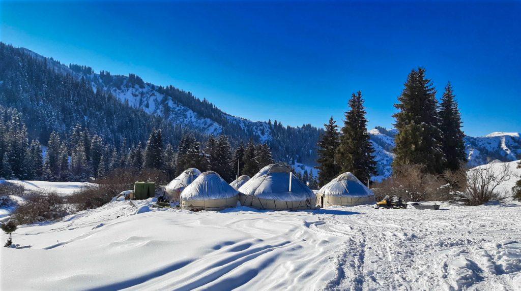 yurt camp ski touring in kyrgyzstan